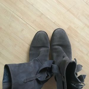 Free People gray suede boots size 6